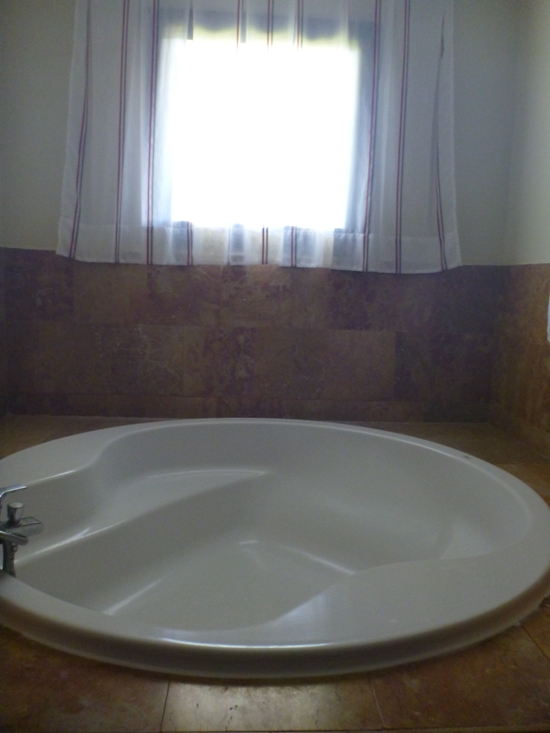 Bath tub in the room